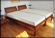 Zestaw łóżek Villa buk na czereśnię zstelażami imateracami TEMPUR